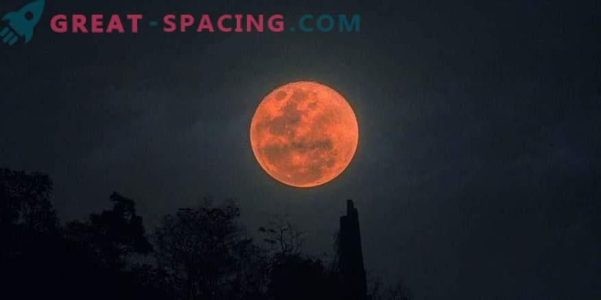 Celotni lunarni mrk: fotografije opazovalcev