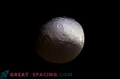 Cassini je ustvaril novo podobo satelita Yapet