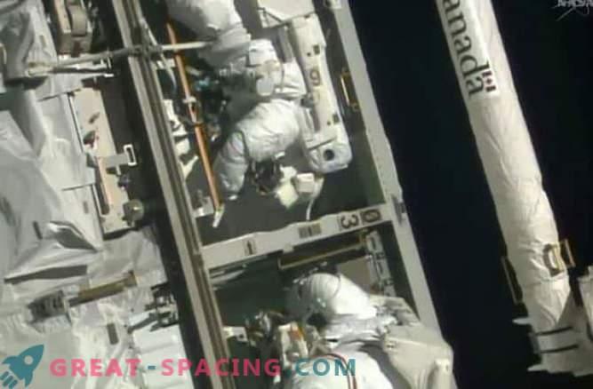 Astronauti so zamenjali neuspeli računalnik z ISS