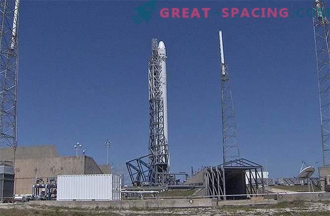 SpaceX lansiranje je bilo preklicano zaradi uhajanja helija