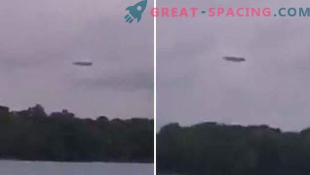 Kvadratna ravnina ali UFO? Lovci na zunajzemeljsko inteligenco so zajeli čudno formacijo na nebu