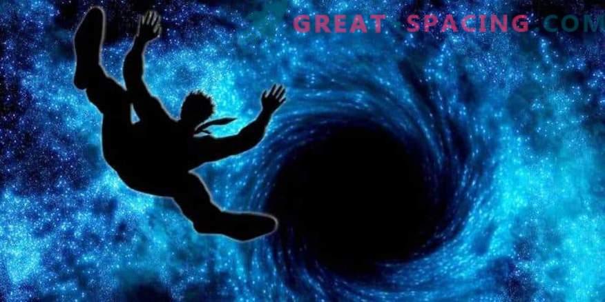 Kaj boste videli, če boste padli v črno luknjo