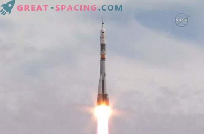 Posadka s tremi osebami je odšla na ISS