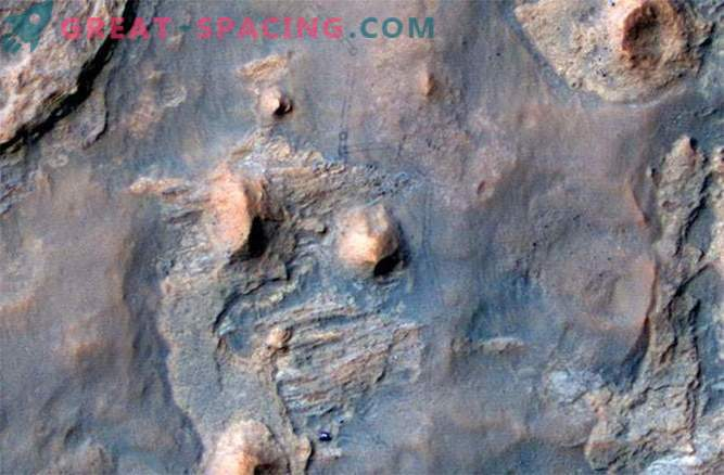 Delo robota roverja Curiosity spremlja njegov prijatelj in prijatelj Mars Reconnaissance Orbiter