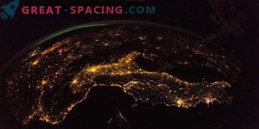 Neverjeten pogled od ISS do noči Zemlje.