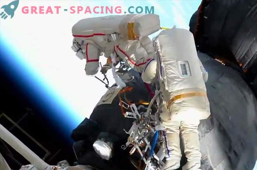 Kako so astronavti preučevali luknjo na ladji Soyuz?