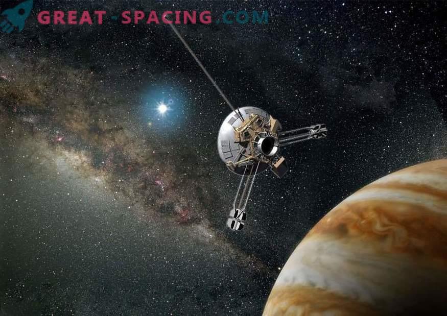 V prostoru je zemljevid, ki kaže lokacijo Zemlje. Pioneer Mission Records