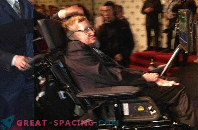 Stephen Hawking je rešil vprašanje skrivnostnih črnih lukenj?