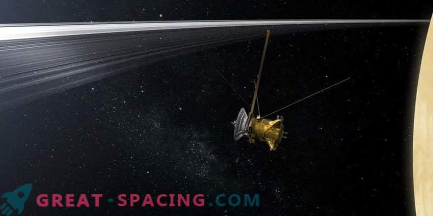 Kaj smo izvedeli o Uranu s potapljanjem Cassinija v obroče Saturna?