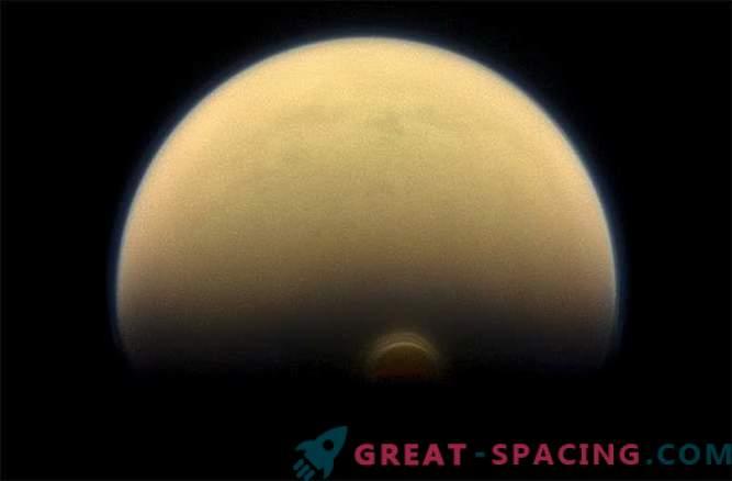 Na Titanu so odkrili velikanski ledeni oblak