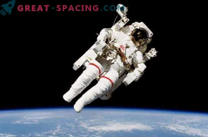 Spektakularni sprehod na vesoljski postaji: fotografija
