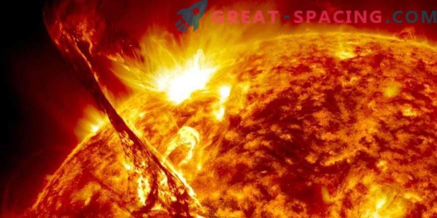 Polni življenjski cikel sončnih bakel