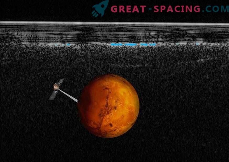 Kaj je skrito pod južno polarno kapo Marsa