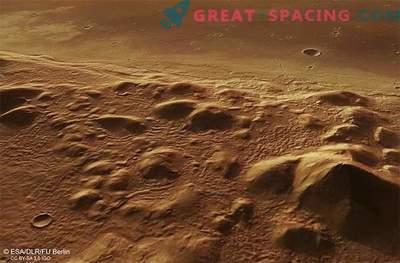 Led se lahko skriva pod hribi Marsa