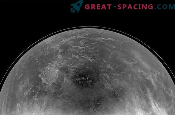 Zemeljski radarji pomagajo najti skrivnostno površino Venere.