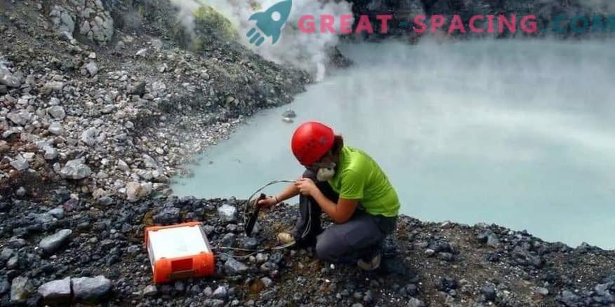 Mikrobi iz strupenega jezera lahko dajo nasvete za iskanje življenj Marsa