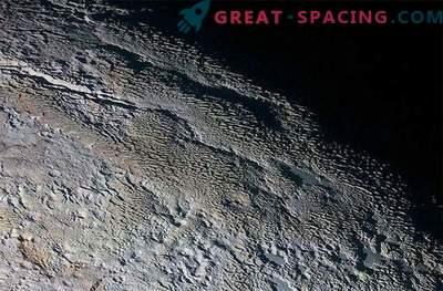 Skrivnostni ogled Plutona: čudna pokrajina, ki spominja na kačjo kožo