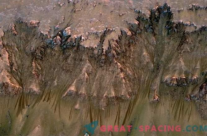 Ko je tekoča voda tekla na Marsu