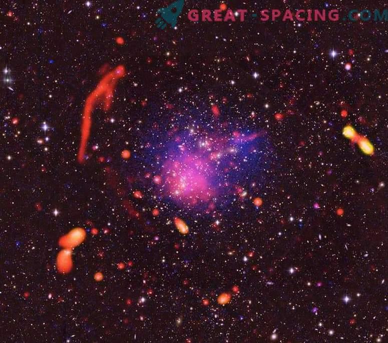 Izjemni rezultati trkov galaktičnih grozdov