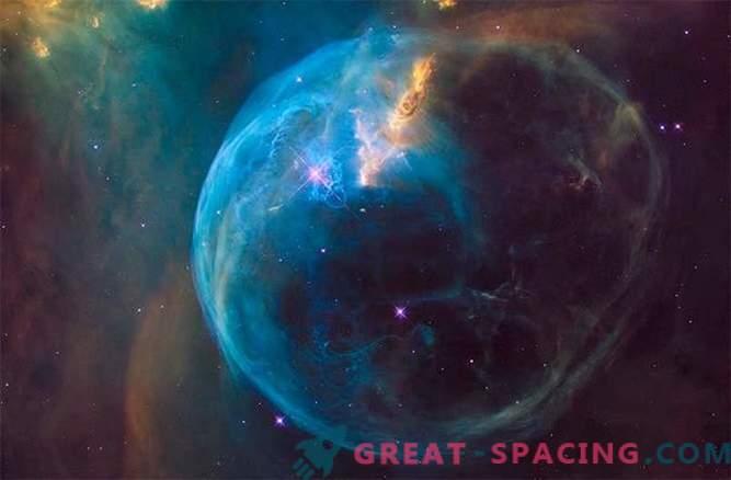 Na svoj 26. rojstni dan Hubble spies na čudovitem mehurčku.