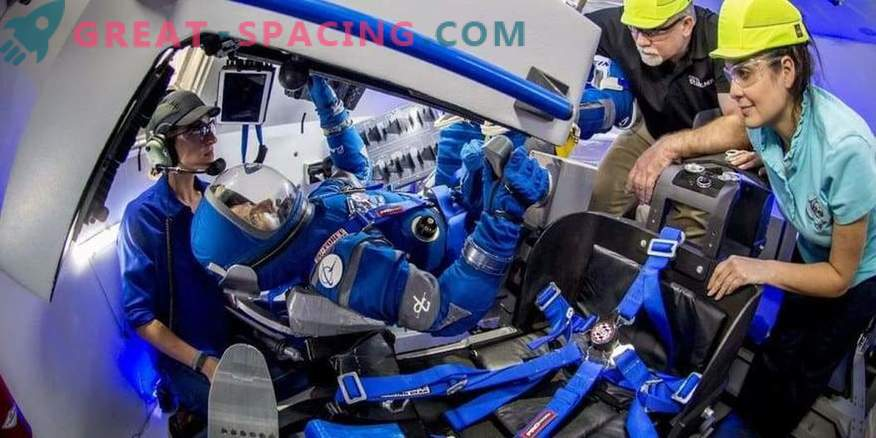 Boeing za astronavte kaže skušnjava vesoljskih oblek