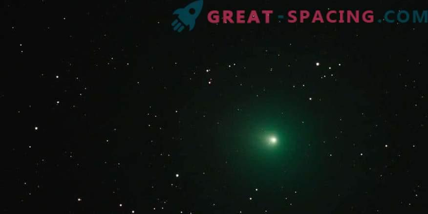 Zakaj božični komet izgleda zeleno?