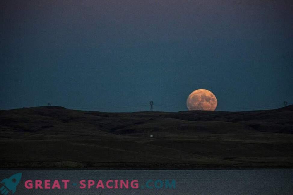 Nepozaben sijaj supermoona nad Zemljo: fotografija