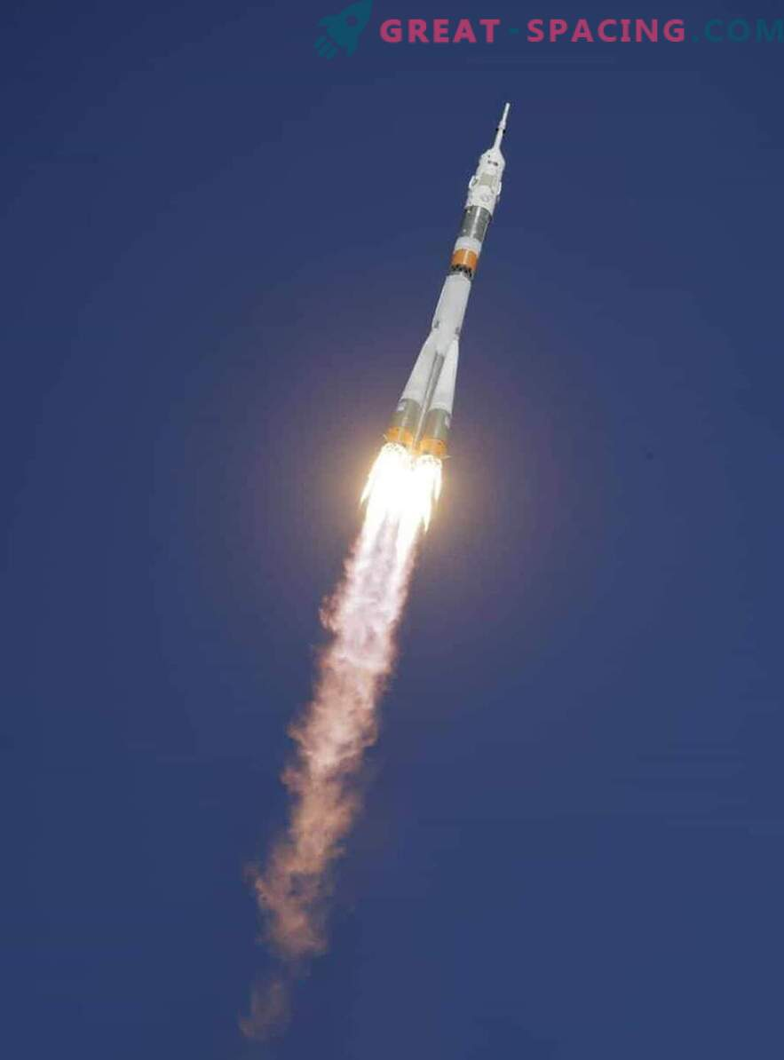 Astronavti so preživeli pristanek v sili.
