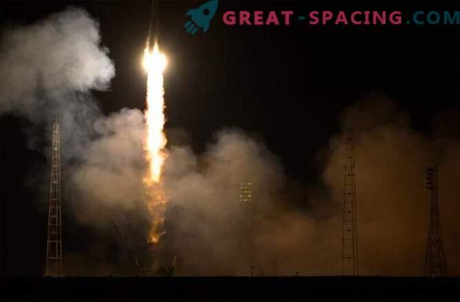 Prihod posadke ISS je zakasnjen zaradi težav s Soyuzom