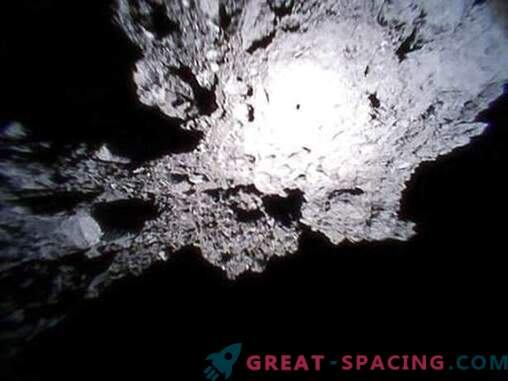 Asteroidna skalna površina Ryugu v pregledu japonskih roverov